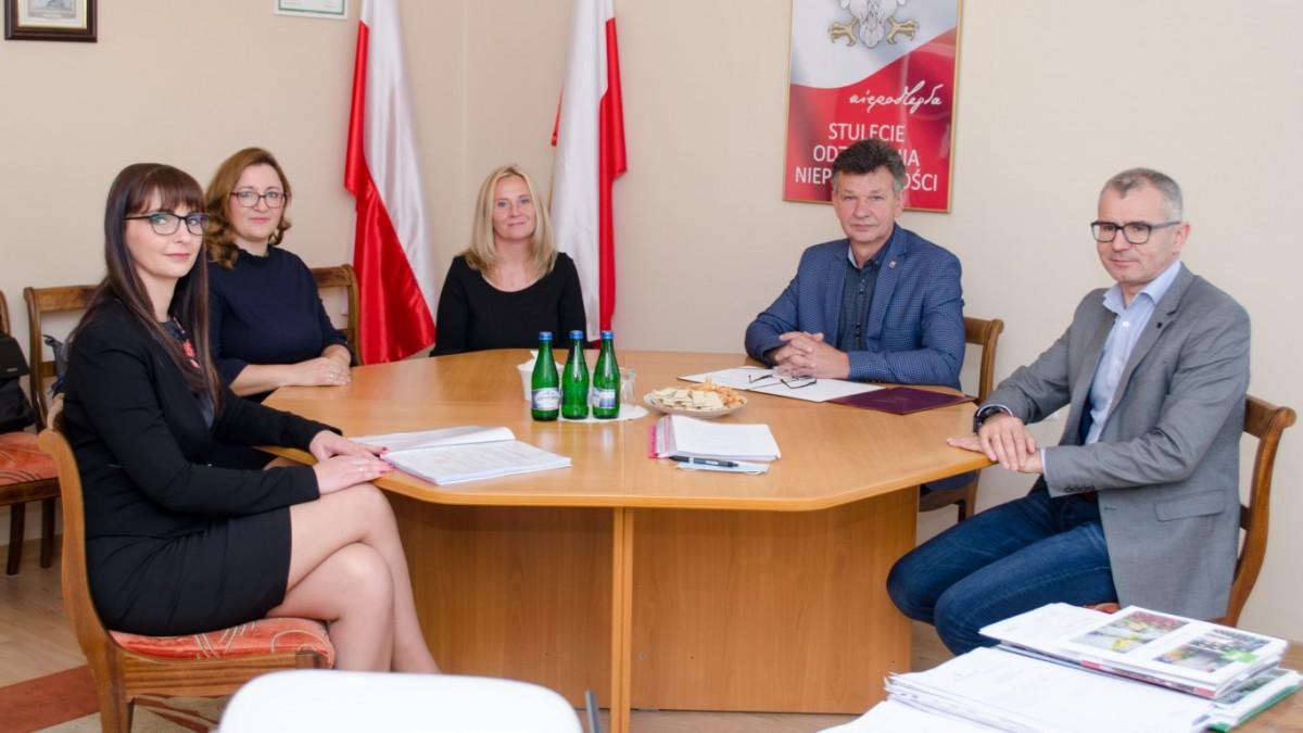 Wręczenie aktu nadania stopnia awansu zawodowego dla nauczycieli Zespołu Szkół w Moryniu